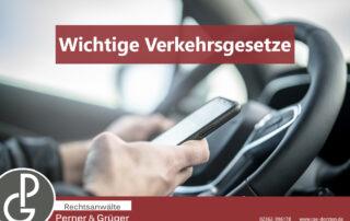 Bild zum Handyverbot am Steuer gemäß Bußgeldkatalog der Rechtsanwälte Dorsten